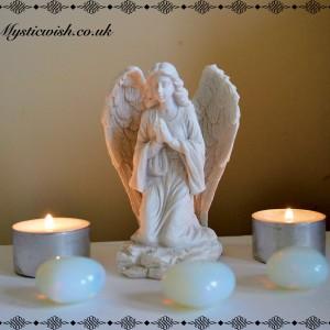 Kneeling praying angel