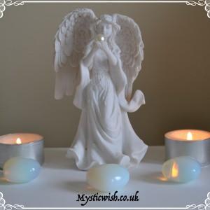 Figure pearl angel