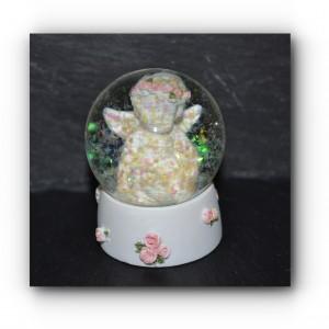 Globe cherub glitter