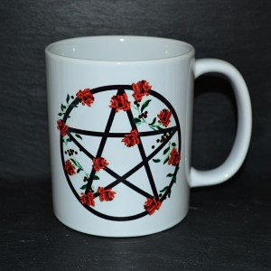 Mug with red rose garland mug