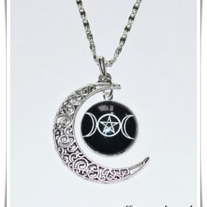 Necklace triple moon godess