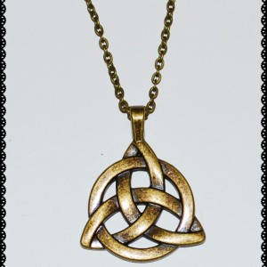 Necklace triquetra in antique gold